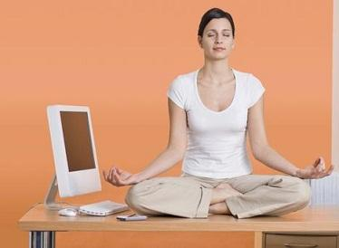 The Office Workout: The Best Exercises to Do at Your Desk