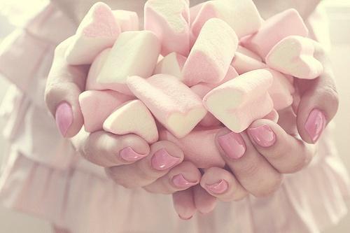زفاف لذيذ مع حلوى الخطمى (المارشميلو)