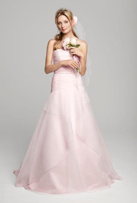 تألقي بفستان زفاف وردي وادعمي أكتوبر الوردي!