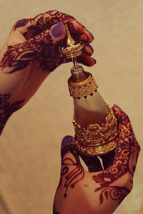 Unique Wedding Favors for Your Guests: Traditional Oud and Perfume Bottles