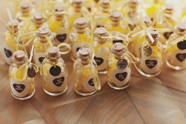 أهدي ضيوف حفل زفافك زجاجات مميزة