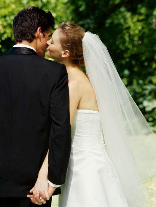 Bride and Groom Etiquette Tips: How to Be a Great Host