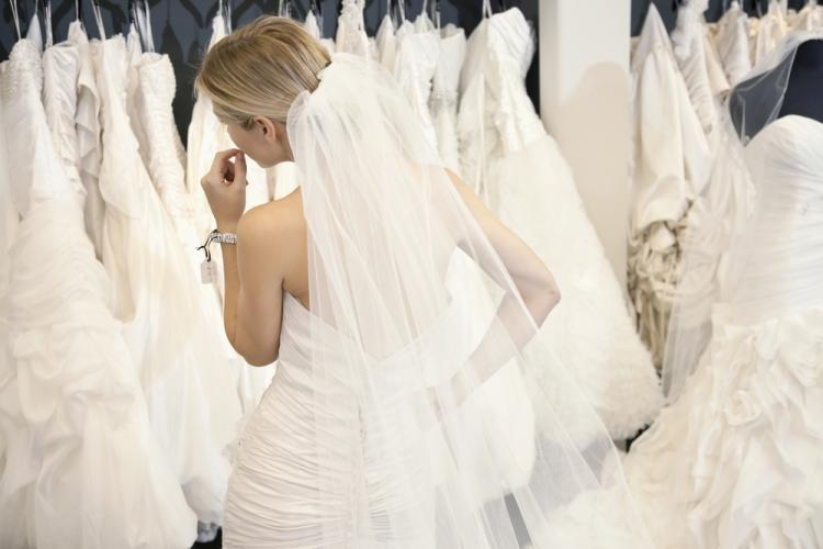 5 Things to Keep in Mind While Shopping For Your Wedding Dress