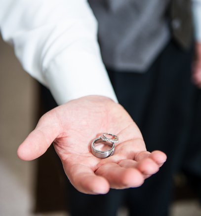 What Every Groom Must Know Before Buying His Wedding Ring