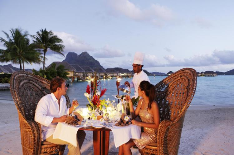 How To Get The Best Dining Experience While On Your Honeymoon