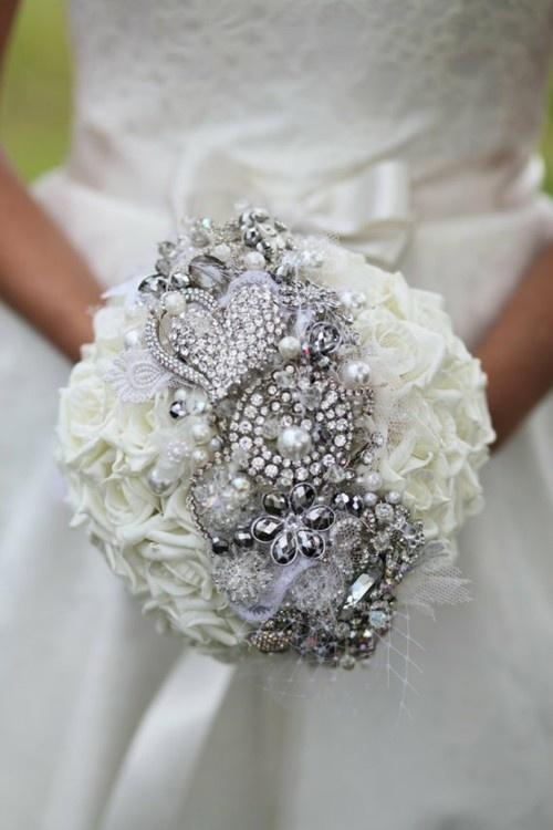 6 Ways To Use Elegant Brooches In Your Wedding