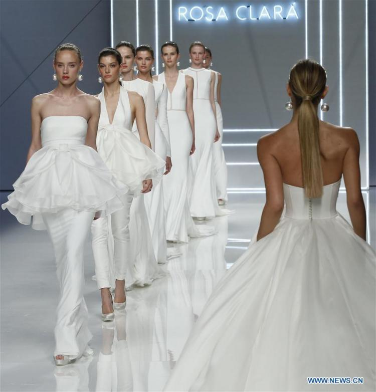 Rosa Clara's 2017 Bridal Collection at Barcelona Bridal Week
