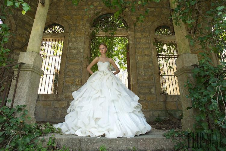 The Bridal Collection of Chrystelle Atallah for 2016