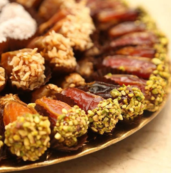 Delicious and Elegant Dates For Your Wedding