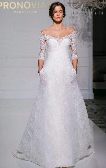 131f4b72bc399 عرض فساتين زفاف برونوفياس لخريف 2017 في أسبوع نيويورك لأزياء الزفاف
