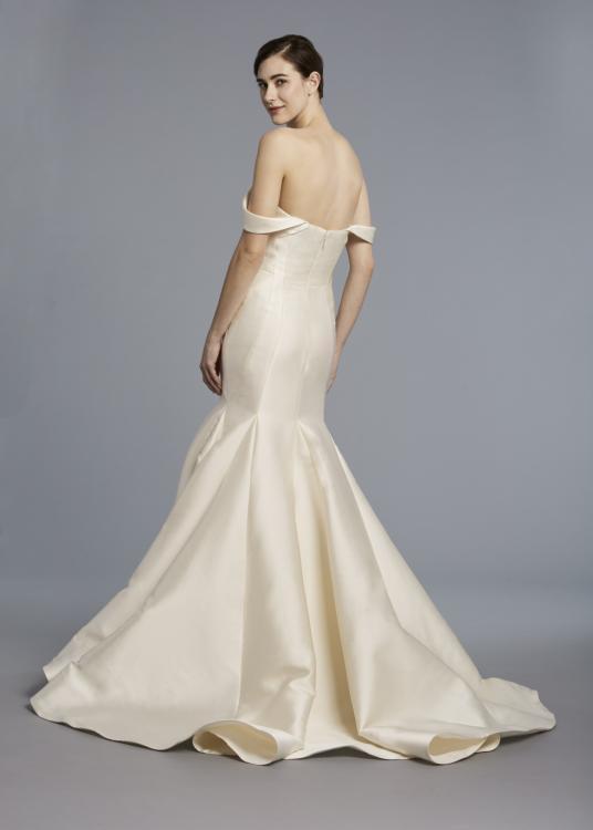 10 Simple Wedding Dresses We Love