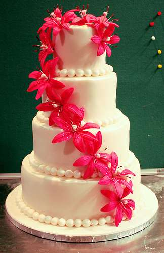 wedding cake with lilies and roses calla wedding flowers arabia weddings 26922