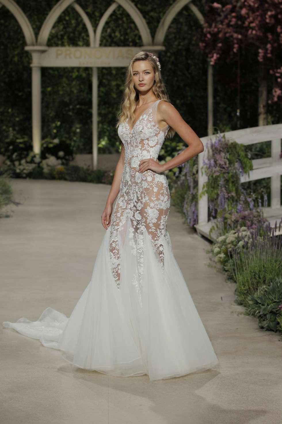 869786ab9c3 The 2019 Atelier Pronovias Wedding Dress Collection