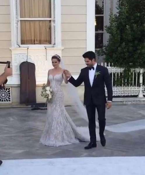 Burak Ozcivit And Fahriye Evcen S Wedding Arabia Weddings
