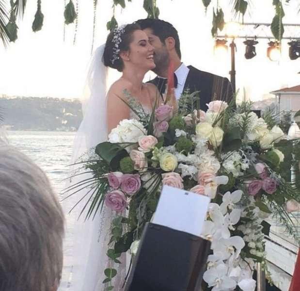 Wedding Entrance Songs 2017: Burak Ozcivit And Fahriye Evcen's Wedding