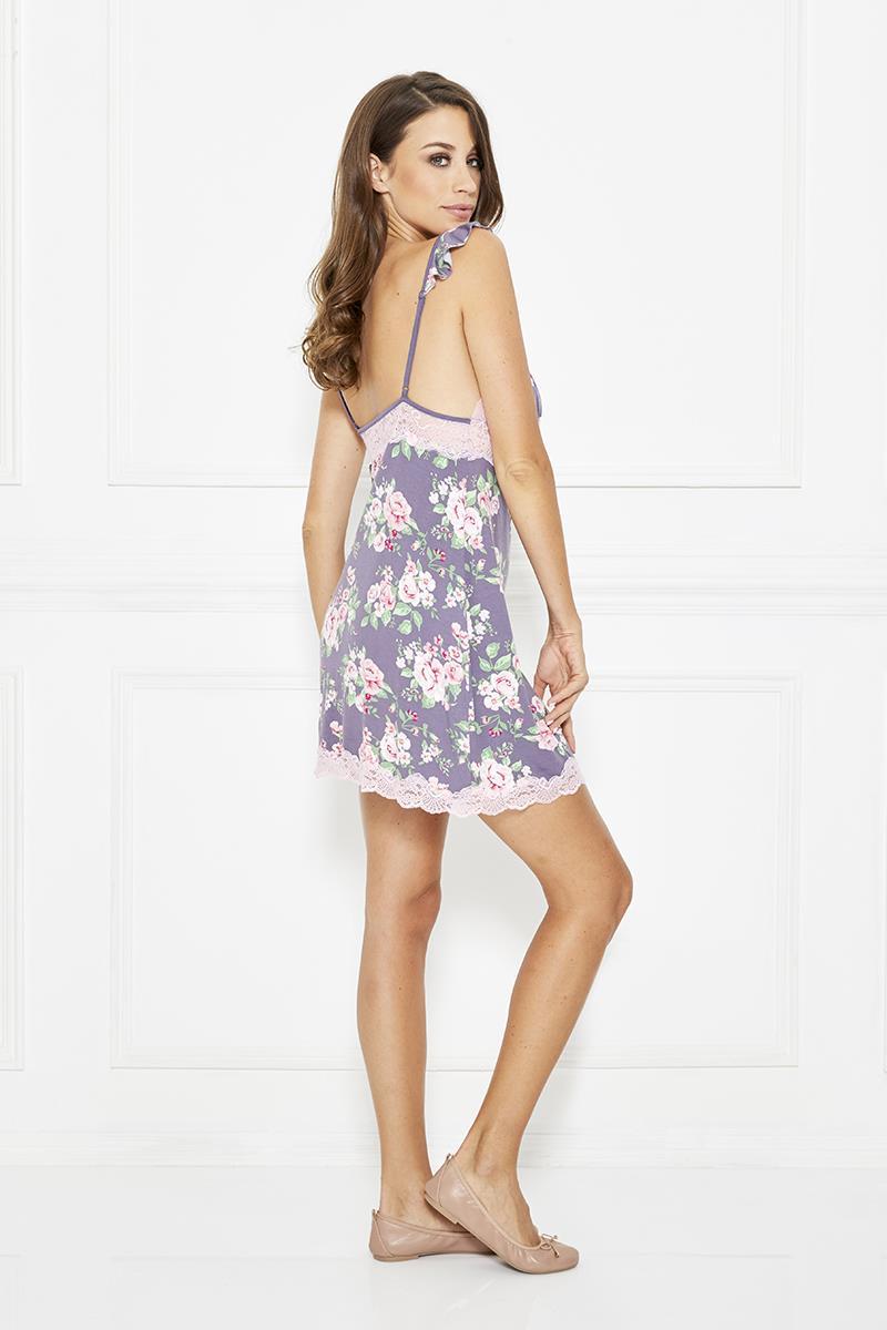 4347711d5439b أجمل 4 ملابس نوم بطبعات الأزهار من نعومي