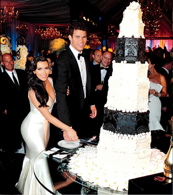 Kim Kardashian Wedding Photos: Black And White Wedding Theme