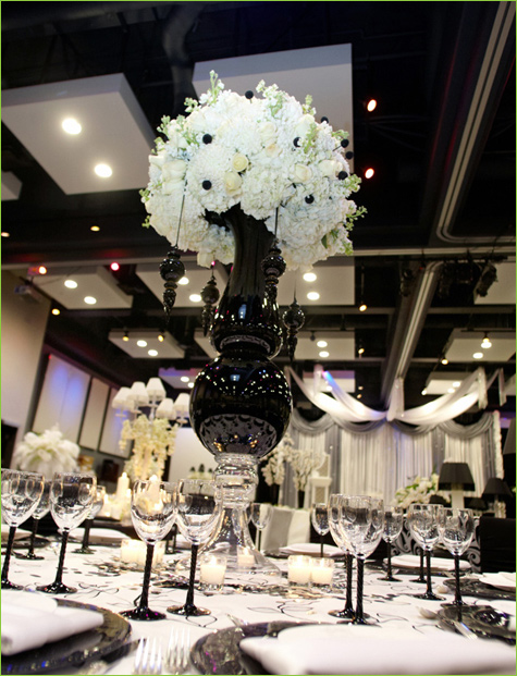 Black and white wedding theme arabia weddings for White wedding table decorations