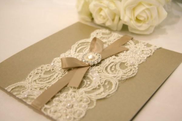 Vintage Handmade Wedding Invitations: حفل زفاف كلاسيكي عصري بلمسة من الدانتيل