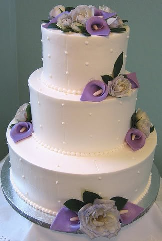 wedding cakes with roses and calla lilies a luxurious fall wedding with purple calla lilies 26105