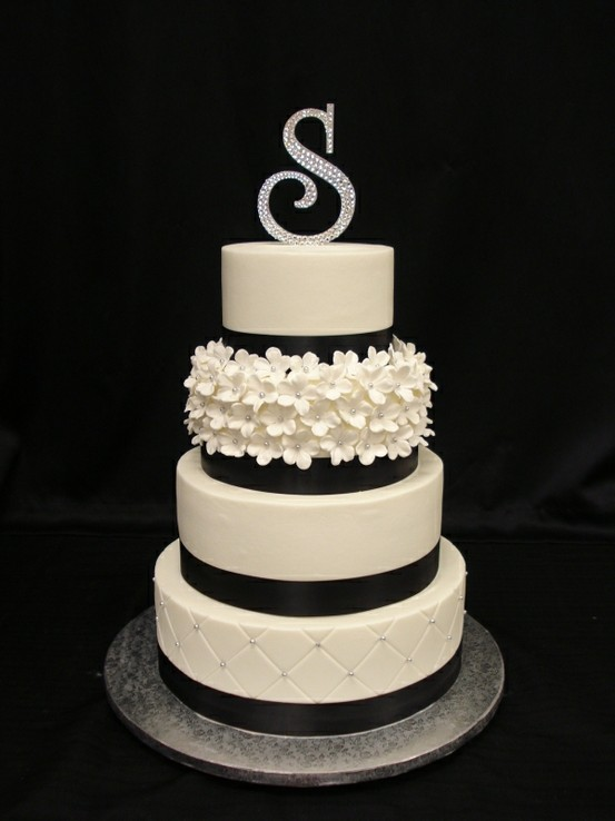 unusual wedding cakes images your wedding in colors navy blue and silver arabia weddings 21491