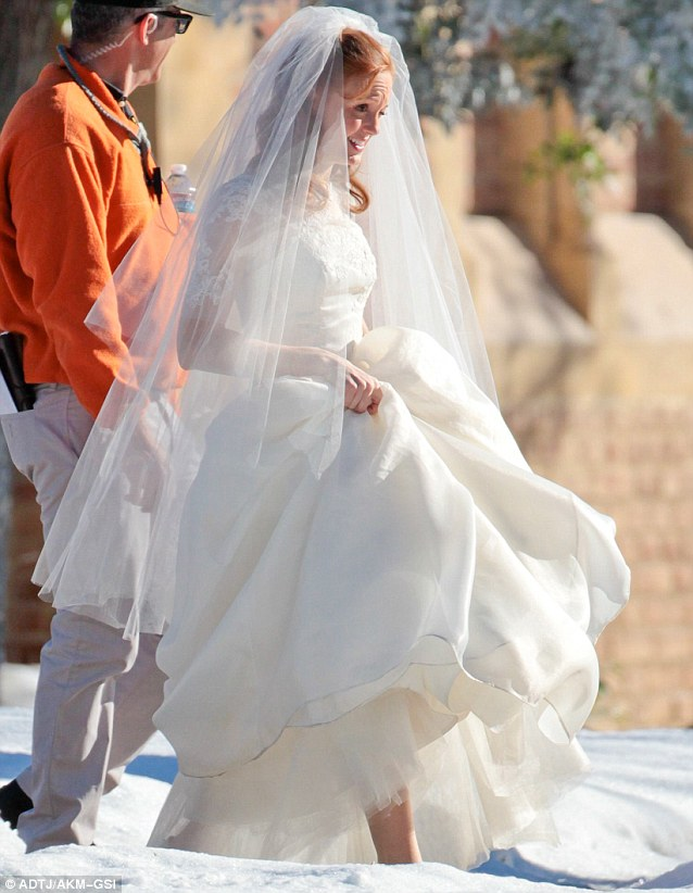 Jayma Mays Wears Wedding Dress On Glee Set