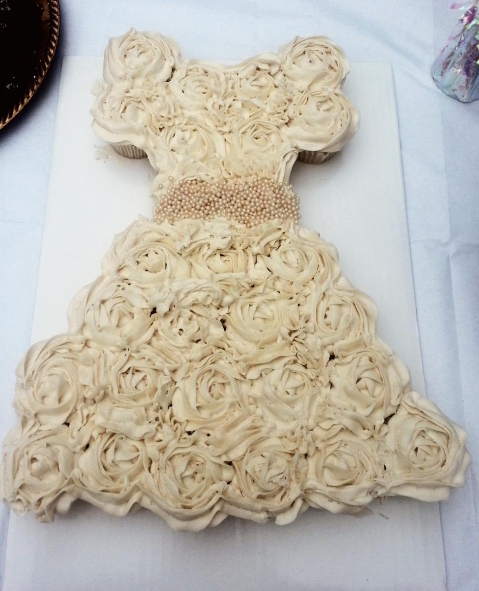 Wedding cake trends for 2014 arabia weddings for Wedding dress cupcake cake