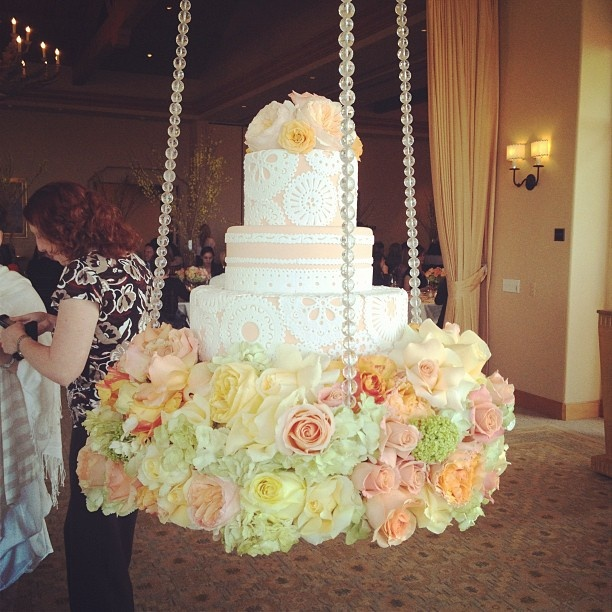 Wedding Cake Trend For 2014 Gravity Defying Wedding Cakes
