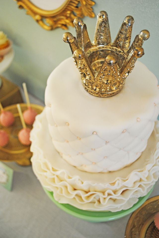 Cake Decoration Crown : Wedding Cake Trends: Crown Cake Toppers - Arabia Weddings