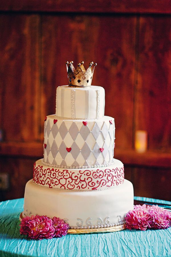 trending wedding cake toppers wedding cake trends crown cake toppers arabia weddings 21263