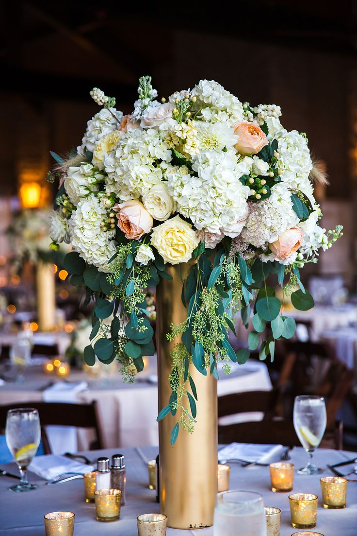 5 beautiful tall vase centerpieces for your wedding for Floral arrangements for wedding reception centerpieces