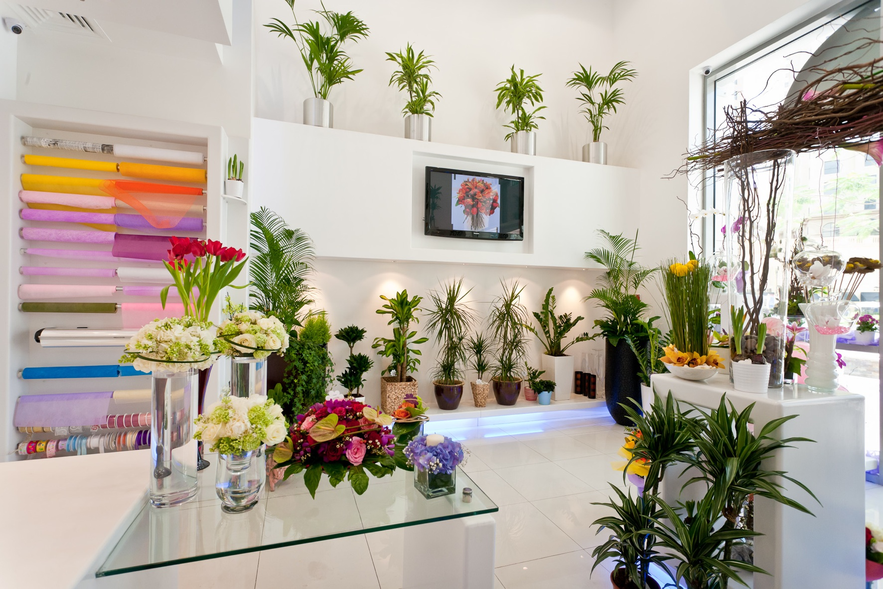 Flower tips and trends from 800 flower dubai arabia weddings for Flower shop design layouts