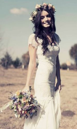 f7067c509 برج الحوت: اختاري فستان زفاف بسيط من الدانتيل، أو فستان زفاف بتطريز بسيط  يحاكي تدفق والماء والشاطئ.