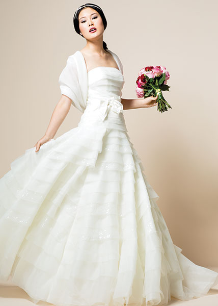 7e3698b47 برج الميزان: تبحث عروس برج الميزان عن التوازن والرقي دائماً، لذا اختاري  فستان زفاف مصنوع من الأقمشة الفاخرة كالقماش المطرز، لإطلالة أنيقة وملوكية.