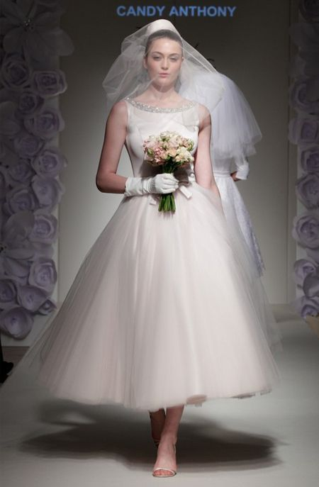 The 70s This Era Was All About Flowing Feminine Dresses Brides Embraced Boho Chic Look Just Like Oscar De La Renta Dress