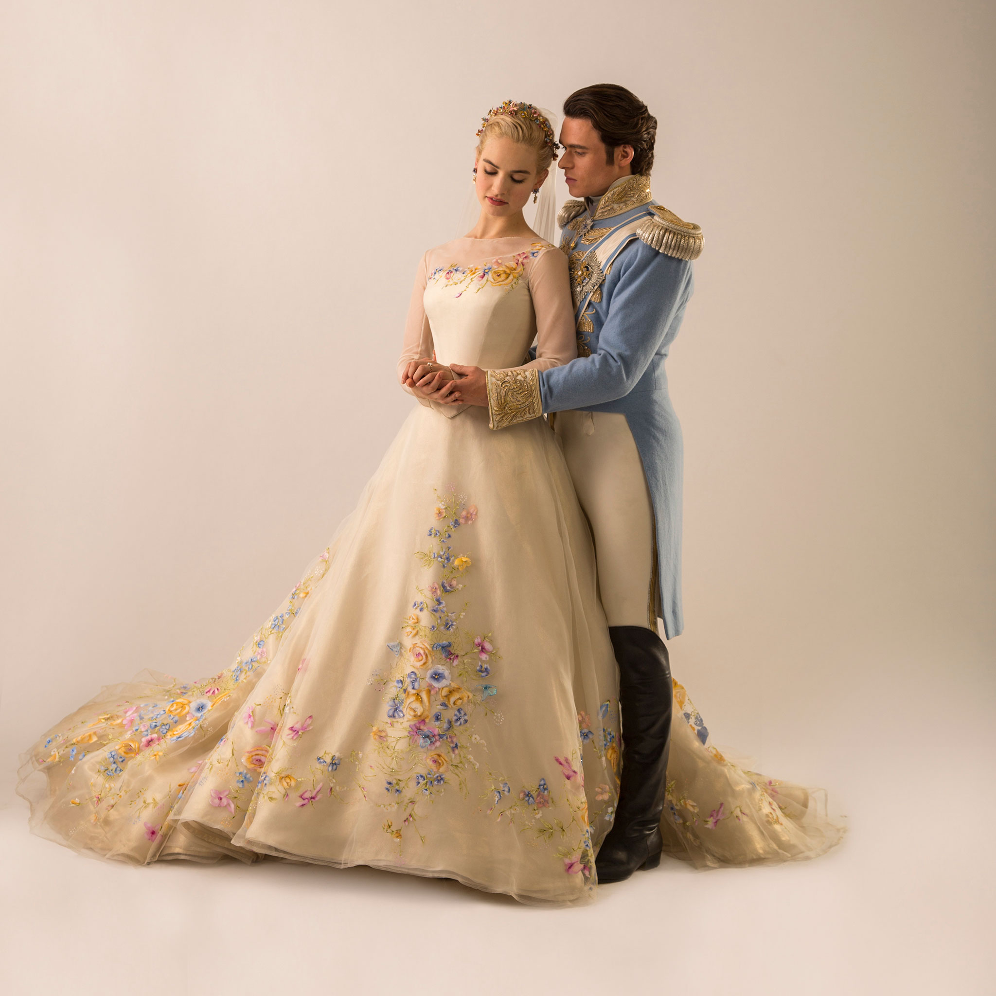 Cinderella inspired wedding dress by alfred angelo for Designer disney wedding dresses