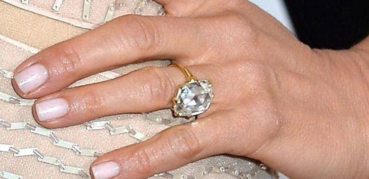 How To Get A Bigger Diamond Ring Like Sofia Vergara