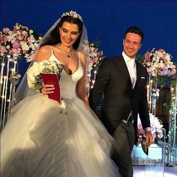 Turkish Actress Hatice Sendil Marries Burak Sagyasar