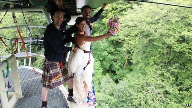 bungee_jump_bride_and_groom_1