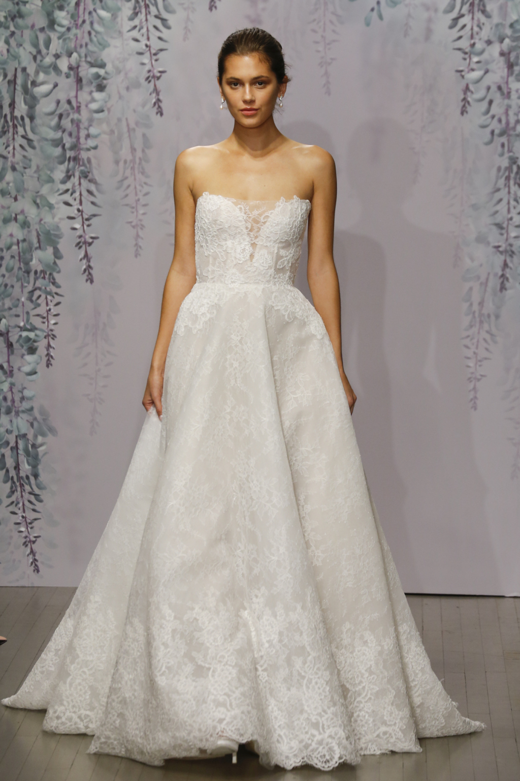 Wedding Gowns New York Stores : Monique lhuillier fall wedding dress collection