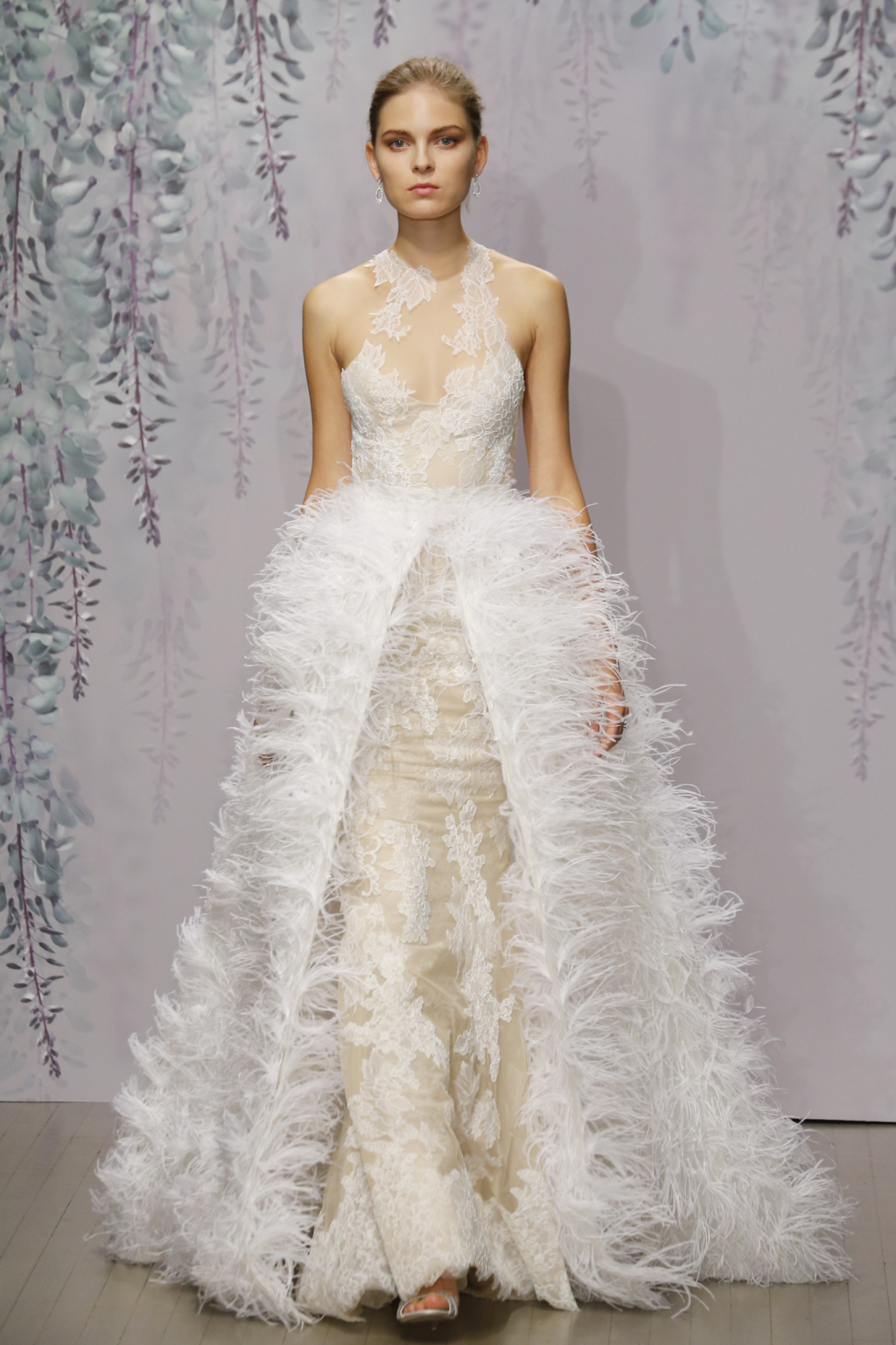 monique_lhuillier_bridal_collection_fall_2016_new_york_bridal_week_5