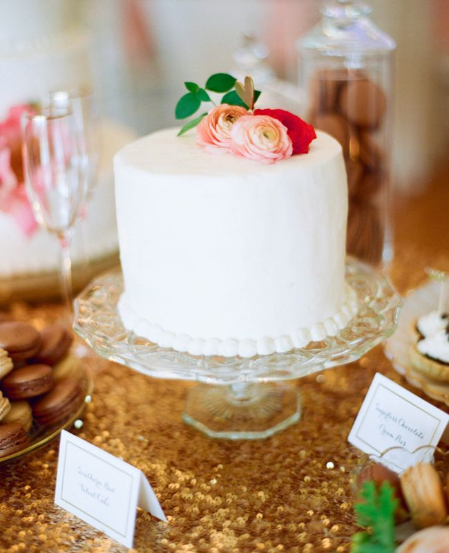 Simple Wedding Cakes: Adorable One-Layered Cakes For Your Bridal Shower