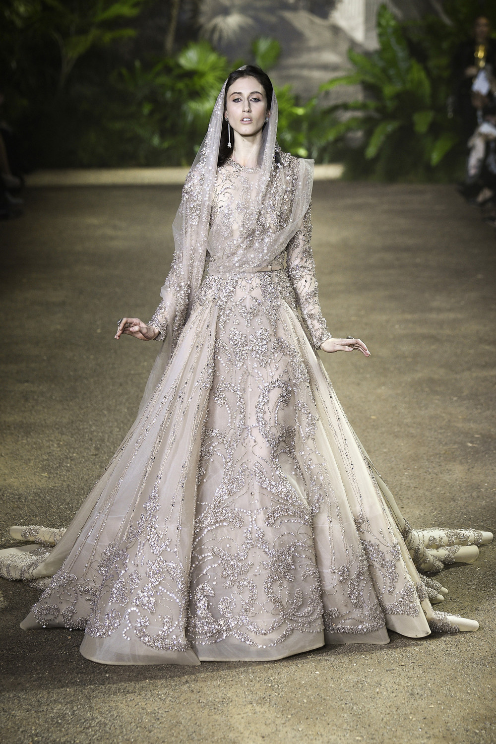 Elie saab debutes 300k wedding dress at paris fashion week arabia eliesaab2016spring junglespirit Choice Image