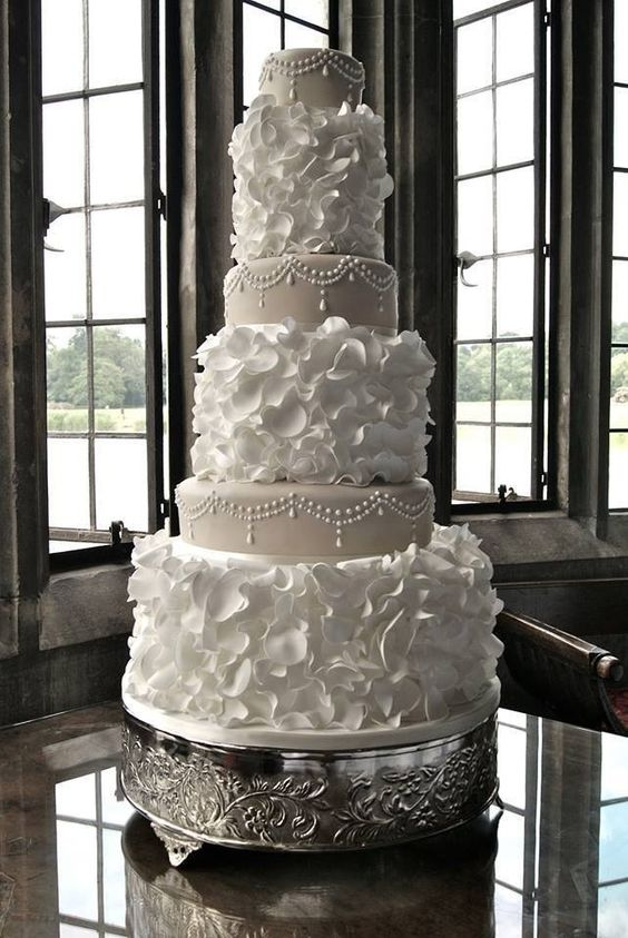 The Latest Wedding Cake Trends in 2016