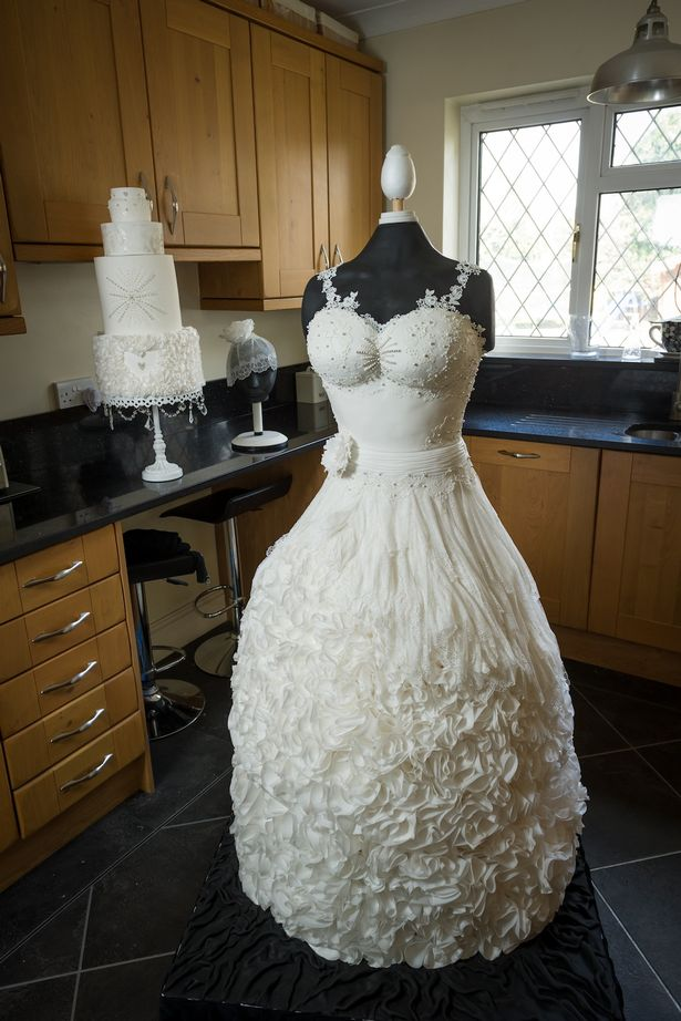 life size wedding dress cake 1