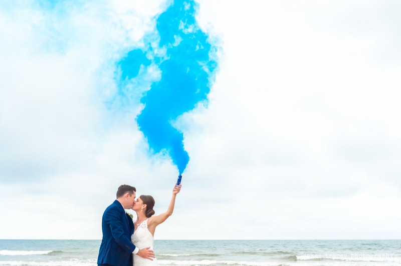 Now take a look at those stunning wedding pictures with smoke bombs