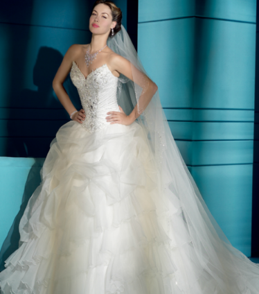 Oman wedding dress shops arabia weddings for Simply white wedding dresses