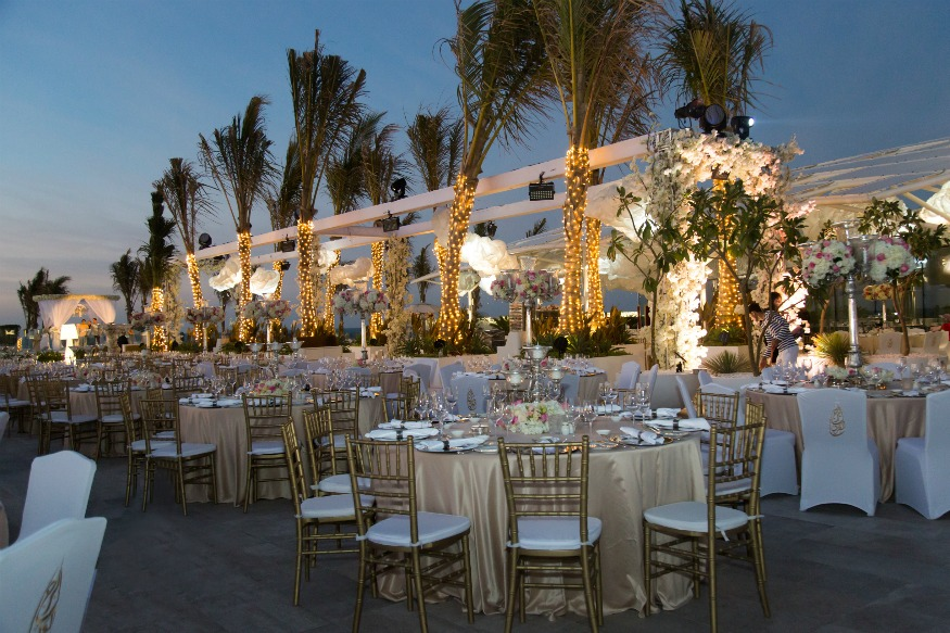 First luxury wedding at the new terrace of burj al arab for Best hotels in dubai for honeymoon