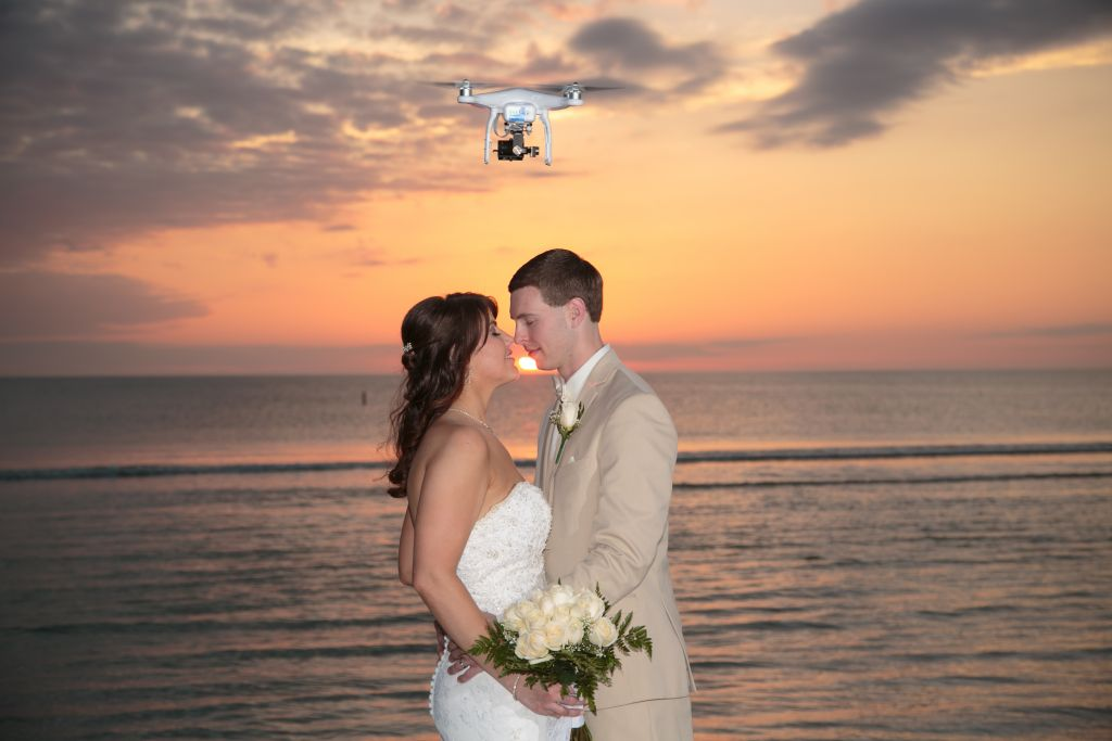 Top 5 gadgets for your wedding in 2017 arabia weddings for Best drone for wedding video