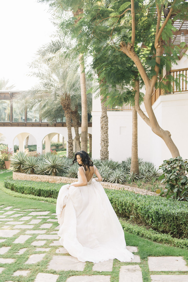 tropical-inspired wedding photo shoot